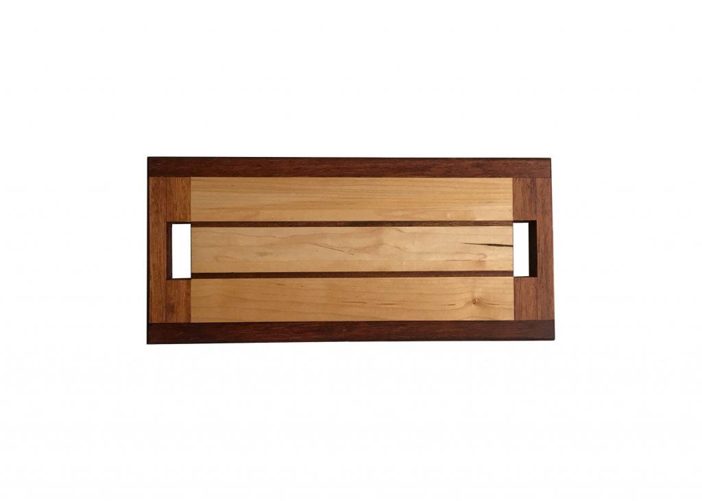 Serveerplank met 2 handvatten van beuken gecombineerd met mahonie